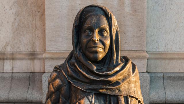 Statyen av Margaretha Krook.
