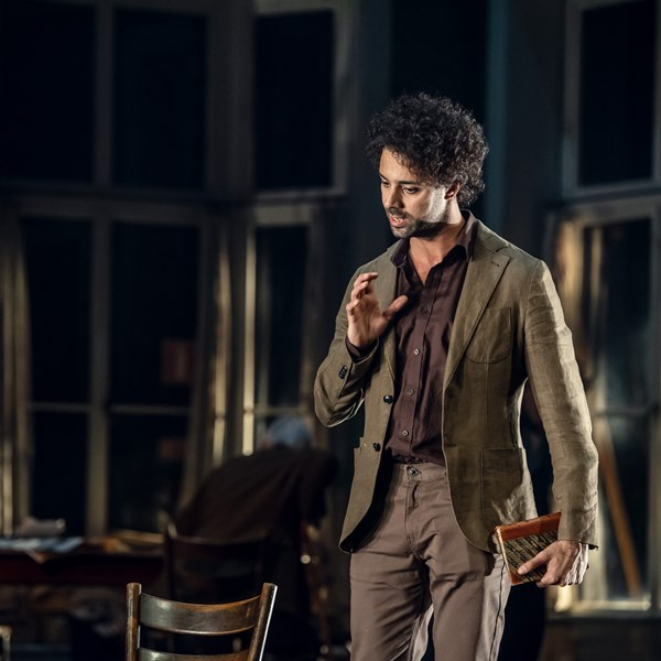 Alexander Salzberger som Boris.
