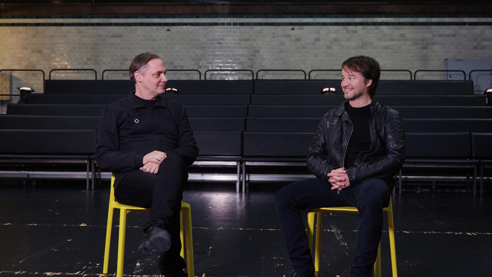 Mattias Andersson, Dramatens konstnärlige ledare och teaterchef, och Johannes Öhman, teaterchef på Dansens Hus, berättar om samarbetet kring Elverket.