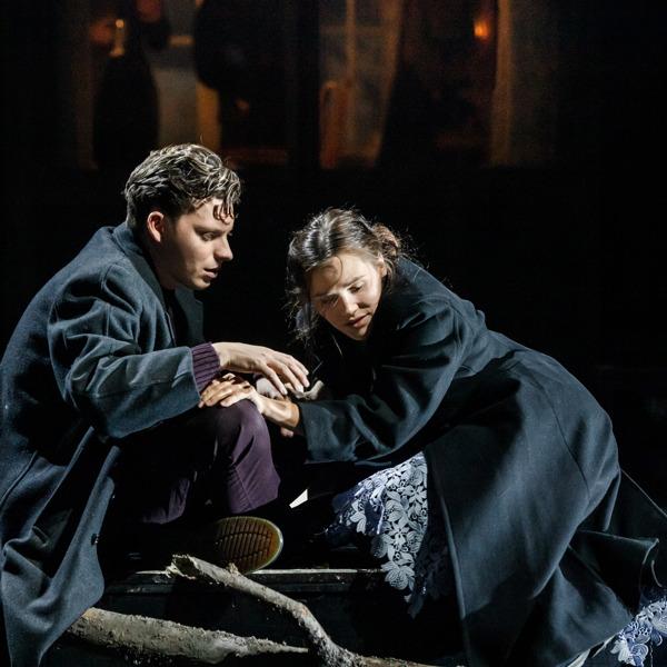 Rasmus Luthander och Agnes Rase som Konstantin och Nina.